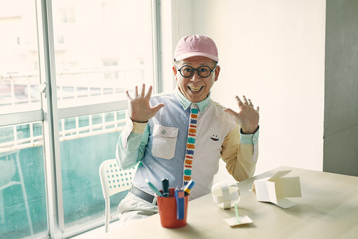 久保田雅人(くぼたまさと)<br>1961年、東京生まれ。中学高校の社会科の教員免許を取得、大学在学中に劇団「プロジェクト・レヴュー」に所属し、俳優・声優として活動を開始。1990年4月から2013年3月まで放送された、NHK教育テレビ(現・Eテレ)の幼稚園・保育所向け造形番組『つくってあそぼ』に、「わくわくさん」役として出演。現在も全国の幼稚園や保育所、学校などで、工作を伝え続けている。