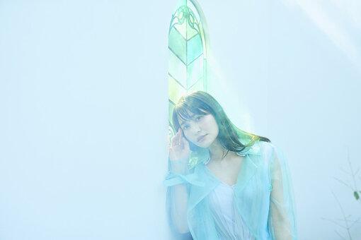 """中島愛(なかじま めぐみ)<br>6月5日生まれ。A型。1980年代アイドルが大好きな、レコードマニア。2007年『Victor Vocal & Voice Audition』にて最優秀者に選ばれ、TVアニメ『マクロスF』にて声優・歌手デビュー。同作品ではランカ・リー=中島愛名義で数多くの楽曲をリリース。2009年、シングル""""天使になりたい""""にて個人名義での活動をスタート。2021年2月3日に3年ぶりとなる5枚目のオリジナルフルアルバム『green diary』をリリースした。"""
