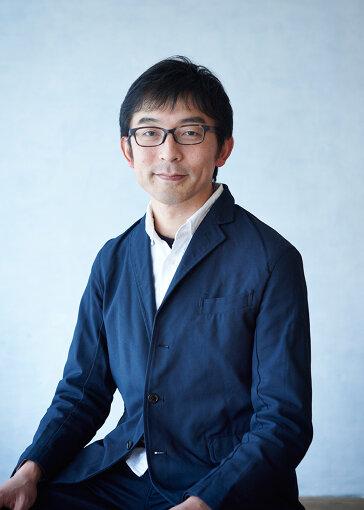 石倉敏明(いしくら としあき)<br>1974年生まれ。人類学者。秋田公立美術大学美術学部准教授。神話や宗教を専門とし、アーティストとの協働制作を行うなど、人類学と現代芸術を結ぶ独自の活動を展開している。