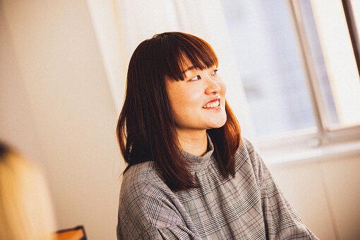 吉住(よしずみ)<br>1989年生まれ。福岡県出身。『新しい波』(フジテレビ系)のレギュラーメンバーになるほか、注目の若手芸人として各番組に出演中。『女芸人No.1決定戦 THE W 2020』で優勝。『R-1グランプリ2021』決勝進出。初のベストネタDVD『せっかくだもの。』が3月31日に発売。