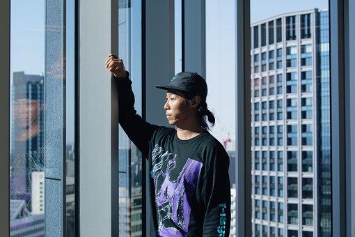 難波章浩(なんば あきひろ)<br>日本のパンクロックシーンの最重要バンドであり、世界でも絶大な人気を誇るHi-STANDARDのベース&ボーカル。2013年にはNAMBA69を結成し、現在は4ピース編成のハイブリッドメロディックハードコアバンドとして活動中。