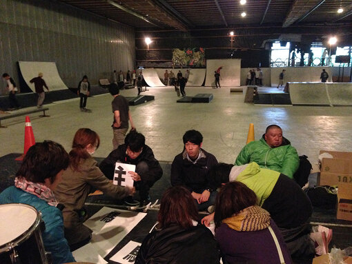 ONEPARKでの活動風景。奥に設置されているのが寄贈されたスケートランプ。