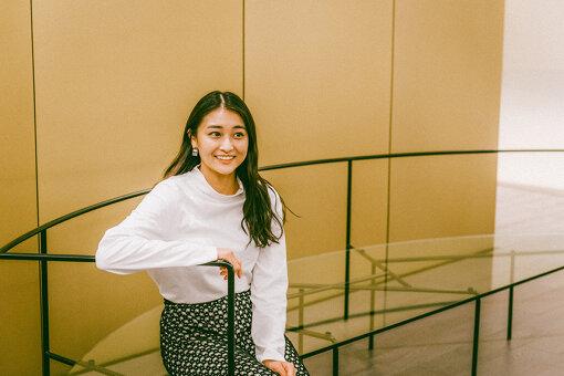 和田彩花(わだ あやか)<br>1994年8月1日生まれ。群馬県出身。アイドル。2019年6月18日をもって、アンジュルム、およびHello! Projectを卒業。アイドル活動を続ける傍ら、大学院でも学んだ美術にも強い関心を寄せる。特技は美術について話すこと。特に好きな画家は、エドゥアール・マネ。好きな作品は『菫の花束をつけたベルト・モリゾ』。特に好きな(得意な)美術の分野は、西洋近代絵画、現代美術、仏像。趣味は美術に触れること。