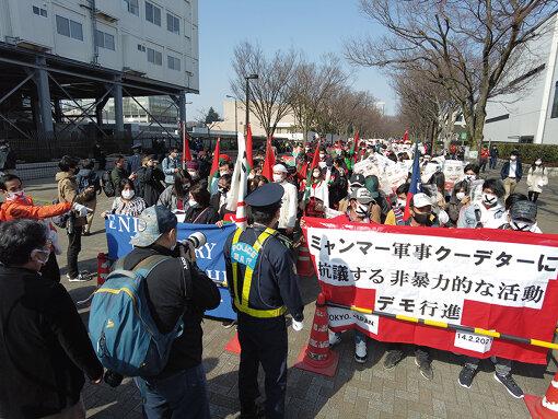 2月14日に行われたデモ行進。約3000人の在日ミャンマー人が原宿~渋谷間を歩いた