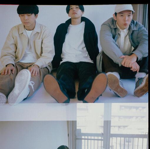 cero(セロ)<br>2004年結成。メンバーは高城晶平、荒内佑、橋本翼の3人。これまで4枚のアルバムと3枚のシングル、DVDを3枚リリース。3人それぞれが作曲、アレンジ、プロデュースを手がけ、サポートメンバーを加えた編成でのライブ、楽曲制作においてコンダクトを執っている。今後のリリース、ライブが常に注目される音楽的快楽とストーリーテリングの巧みさを併せ持った、東京のバンドである。
