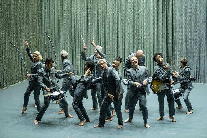 デヴィッド・バーンが歌い、踊り、語る 『アメリカン・ユートピア』