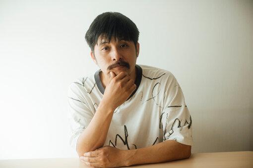 坂口恭平(さかぐち きょうへい)<br>1978年、熊本県生まれ。2001年、早稲田大学理工学部卒業。作家、建築家、絵描き、音楽家、「いのっちの電話」相談員など多彩な顔を持ち、いずれの活動も国内外で高く評価される。『TOKYO 0円ハウス 0円生活』(河出文庫)、『独立国家のつくりかた』(講談社現代新書)、『幻年時代』(幻冬舎文庫/熊日出版文化賞受賞)、『坂口恭平 躁鬱日記』(医学書院)、『自分の薬をつくる』(晶文社)、『Pastel』(左右社)ほか著作多数。最新刊は『躁鬱大学』(新潮社)。