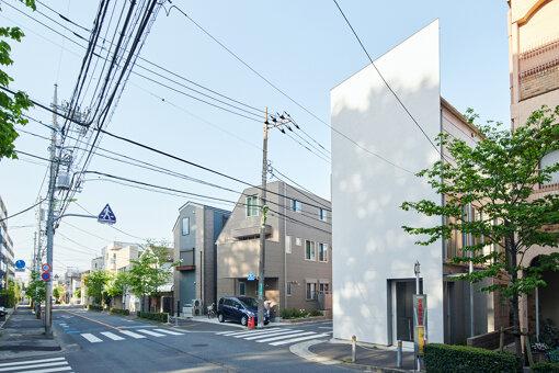 現在の高見澤邸(写真中央)と門脇邸(写真右)