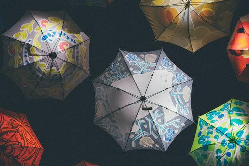 真ん中に写っているのが、Kanocoが購入したシロクマ柄の「オッタイピイヌ」の傘