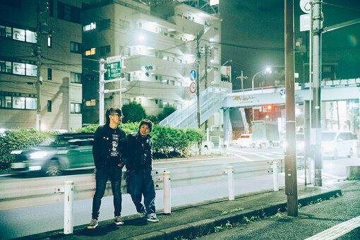 左から:Jun Gray、横山健