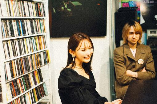 左から:菅野結以、Natsuki