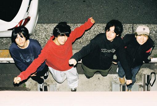 ルサンチマン(るさんちまん)<br>北(Vo,Gt)、クーラーNAKANO(Gt)、清水(Ba)、もぎ(Dr)からなる、平均年齢18歳の東京発オルタナディブロックバンド。2018年に結成、2019年にロッキング・オン主催のオーディション『RO JACK』で優勝し、『ROCK IN JAPAN FESTIVAL 2019』に出演。高校卒業を目前にした2021年3月31日に1stミニアルバム『memento』をリリースした。