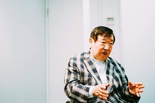 吉村作治(よしむらさくじ)<br>1943年、東京生まれ。東日本国際大学総長、早稲田大学名誉教授、工学博士(早大)。専門は、エジプト美術考古学、比較文明学。1966年、アジア初のエジプト調査隊を組織し、発掘調査を始めてから約半世紀にわたり調査・研究を続けている。電磁波探査レーダー、人工衛星の画像解析といった最先端の科学技術を駆使した調査により、数々の成果を挙げた。1974年のルクソール西岸マルタカ南魚の丘彩色階段の発見により一躍注目され、その後も200体のミイラ、太陽の船、未盗掘墓の発見など、エジプト考古学史上に数多くの足跡を残している。現在は「日本の祭り」を原点にした地域振興・創生の試み、eラーニングを活用した教育の普及にも努めている。