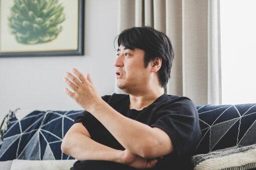 佐久間宣行(さくま のぶゆき)<br>1975年生まれ。テレビ東京のプロデューサーとして、『ゴッドタン』『あちこちオードリー』『ウレロ☆シリーズ』『ピラメキーノ』など多数の番組を手掛け、『ゴッドタン キス我慢選手権 THE MOVIE』では監督も務めた。2021年3月末にテレビ東京を退社。現在は、フリーのテレビプロデューサーとして活動。『オールナイトニッポン0』水曜日のパーソナリティーも担当している。