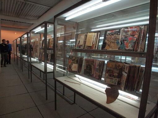 『第55回ヴェネチア・ビエンナーレ国際美術展』(2013年)での大竹伸朗による展示。アーティスティックディレクターを務めたマッシミリアーノ・ジオーニは「エンサイクロペディック・パレス」という総合テーマを掲げた / 撮影:大西若人