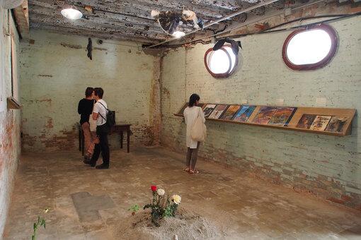 『第56回ヴェネチア・ビエンナーレ国際美術展』で金獅子賞を獲得したアルメニア館の展示。総合キュレーターを務めたナイジェリア出身のオクウィ・エンヴェゾーが打ち出したテーマは「全世界の未来」 / 撮影:大西若人