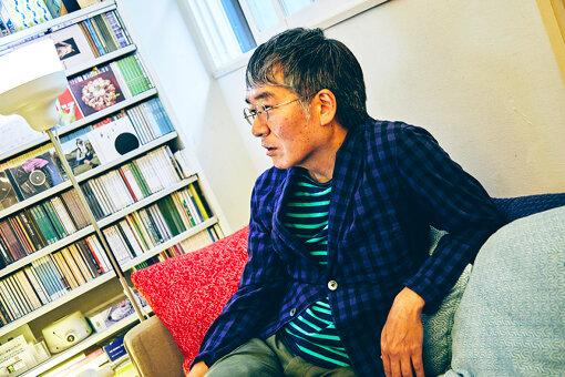 鈴木惣一朗(すずき そういちろう)<br>1959年、浜松生まれ。音楽家。1983年にインストゥルメンタル主体のポップグループ「ワールドスタンダード」を結成。細野晴臣プロデュースでノン・スタンダード・レーベルよりデビュー。「ディスカヴァー・アメリカ3部作」は、デヴィッド・バーンやヴァン・ダイク・パークスからも絶賛される。近年では、程壁(チェン・ビー)、南壽あさ子、ハナレグミ、ビューティフル・ハミングバード、中納良恵、湯川潮音、羊毛とおはななど、多くのアーティストをプロデュース。2013年、直枝政広(カーネーション)とSoggy Cheeriosを結成。執筆活動や書籍も多数。1995年刊行の『モンド・ミュージック』は、ラウンジ・ブームの火つけ役となった。細野晴臣との共著に『とまっていた時計がまたうごきはじめた』(平凡社)、『細野晴臣 録音術 ぼくらはこうして音を作ってきた』(DU BOOKS)、ビートルズ関係では『マッカートニー・ミュージック~ポール。音楽。そのすべて。』(音楽出版社)、他に『耳鳴りに悩んだ音楽家がつくったCDブック』(DU BOOKS)などがある。