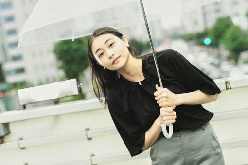 和田彩花<br>1994年8月1日生まれ。群馬県出身。アイドル。2009年4月アイドルグループ「スマイレージ」(後に「アンジュルム」に改名)の初期メンバーに選出。リーダーに就任。2010年5月『夢見る15歳』でメジャーデビューを果たし、同年『第52回日本レコード大賞』最優秀新人賞を受賞。2019年6月18日をもって、アンジュルム、およびHello! Projectを卒業。アイドル活動を続ける傍ら、大学院でも学んだ美術にも強い関心を寄せる。特技は美術について話すこと。特に好きな画家は、エドゥアール・マネ。好きな作品は『菫の花束をつけたベルト・モリゾ』。特に好きな(得意な)美術の分野は、西洋近代絵画、現代美術、仏像。趣味は美術に触れること。