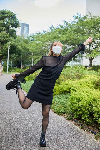 ラブリーサマーちゃん<br>1995年生まれ、東京都在住の26歳女子。2013年夏より自宅での音楽制作を開始し、インターネット上に音源を公開。SoundCloudやTwitterなどで話題を呼んだ。2015年に1stアルバム『#ラブリーミュージック』、2016年11月にはメジャーデビューアルバム『LSC』をリリースし好評を博す。2020年9月には待望の3rdアルバム『THE THIRD SUMMER OF LOVE』を発売。可愛くてかっこいいピチピチロックギャル。