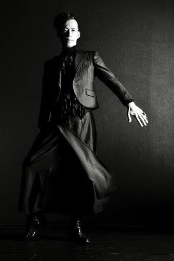 平林景(ひらばやし けい)<br>一般社団法人日本障がい者ファッション協会(JPFA)代表理事。1977年生まれ、大阪府出身。美容師、美容専門学校の教員を経て、放課後等デイサービスを設立し、独立開業。「『福祉×オシャレ』で世の中を変える」をモットーに、X-styleファッションブランド「bottom'all」とその同名ボトムを展開。2022年秋のパリコレへの出展に向け挑戦中。