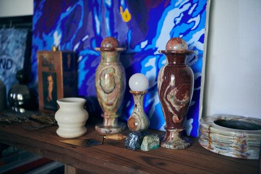 小林は最近やきものにはまっているらしく、左端の乳白色の陶器は陶芸教室でつくったもの