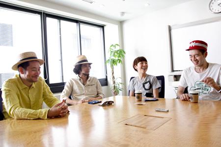 左から:大和田誠(CWM)、浜田光風(CWM)、佐野遊穂(ハンバート ハンバート)、佐藤良成(ハンバート ハンバート)