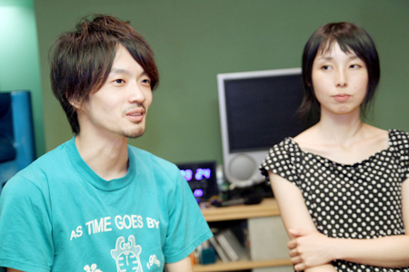 写真左から:吉岡哲志、山田杏奈
