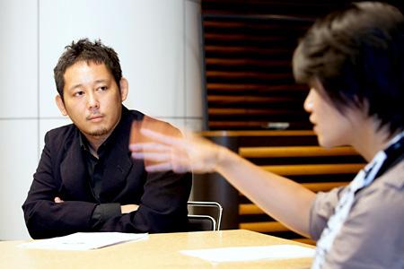 左から:入江悠、伊賀大介
