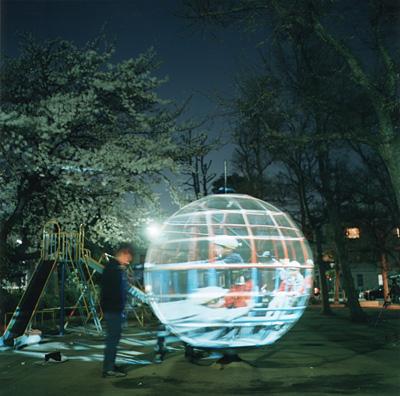遊具の透視法 Persepective of the Globe-Jungle 2001 写真撮影:川内倫子