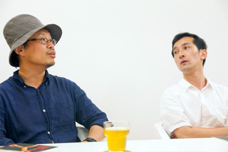 左から:岡田利規、小泉篤宏