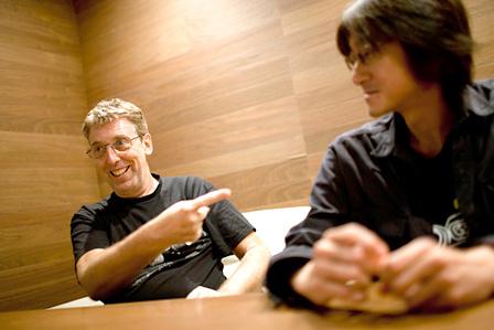 左から:スティーブ・ヒレッジ(System 7)、勝井祐二(ROVO)