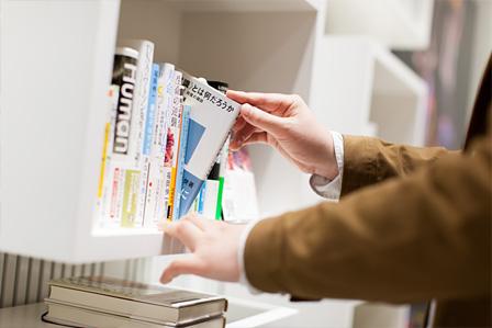 DESCENTE SHOP TOKYOの書棚