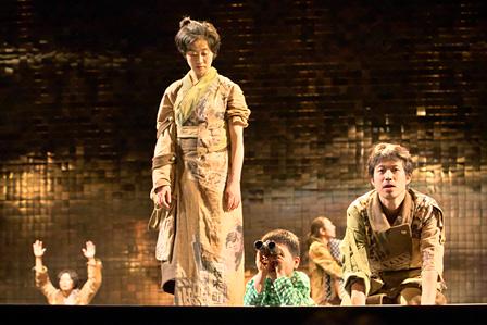 『トカトントンと』KAAT神奈川芸術劇場 2012年 撮影:青木司