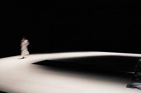 KAAT×地点 共同制作作品第4弾『悪霊』 KAAT神奈川芸術劇場 大スタジオ 2014年3月10日~23日 撮影:松本久木 Photo:Hisaki Matsumoto
