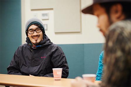 写真奥:junet kobayashi
