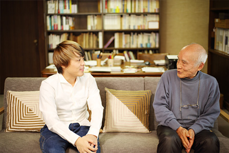 左から:DECO*27、谷川俊太郎