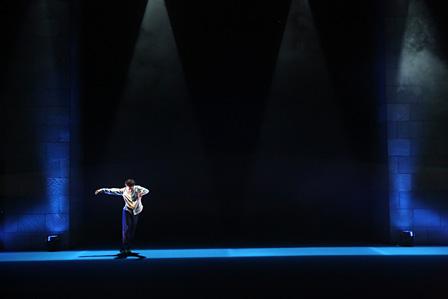 『ひとびとひとり』2014年1月世田谷パブリックシアター シアタートラム 撮影:大洞博靖