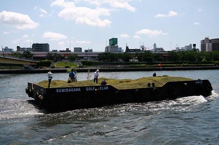 堀wah35『川の上でゴルフをする』2009 東京・隅田川