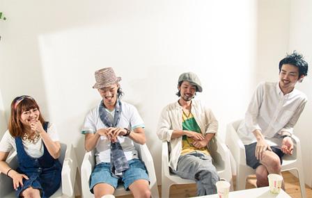 左から:片木希依、粉川心、井上典政、山田剛