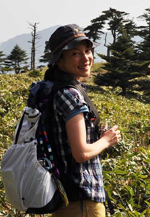 四国愛媛県の石鎚山に登山するKIKI