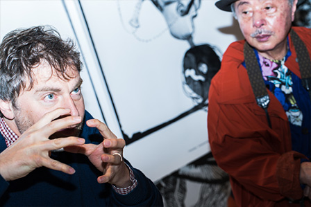 左から:マティアス・オグスティニアック、浅葉克己