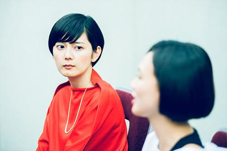 左:菊池亜希子、右手前:臼田あさ美