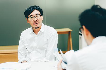 左奥:伊藤弘、手前:田幸宏崇