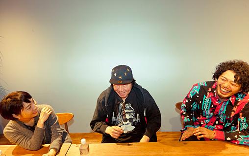 左から:菜月チョビ、古田新太、丸尾丸一郎