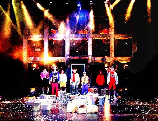 劇団鹿殺し10周年記念公演・第一弾『スーパースター』 青山円形劇場 2010年 写真:和田咲子