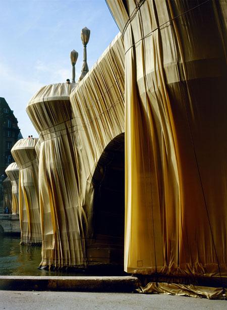「包まれたポン・ヌフ、パリ、1975-85」 写真:ウルフガング・フォルツ