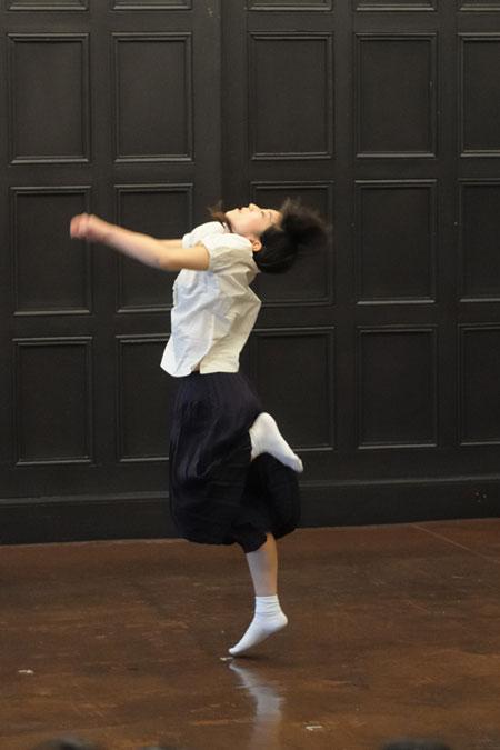 きたまり 「女生徒」2009.2/1 横浜開港記念会館 6号室(写真:松本和幸)