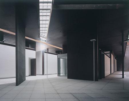 鈴木了二 《物質試行 No.47 金刀比羅宮プロジェクト(斎館棟)》 2004年 写真:山岸剛