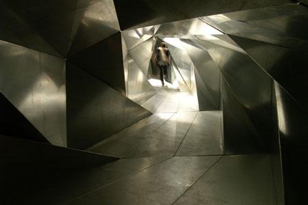 アトリエ・ワン 《ライフ・トンネル》(「Psycho Building」展、ヘイワード・ギャラリー/ロン ドン) 2008年 写真:アトリエ・ワン © 2009 Atelier Bow-Wow Co. Ltd