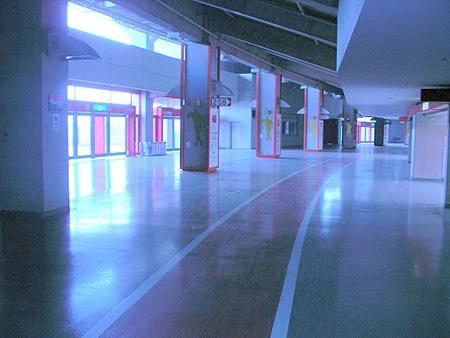 埼玉スタジアム2002内コンコース内の様子
